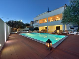 Luxury penthouse with pool and gym, Zadar