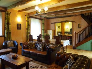 French Country House Private 29°C Heated Pool, 4 en-suite Rooms +Cots Free Wi-Fi