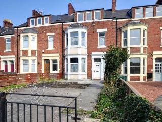 3 floors of accomodation (wallsend)