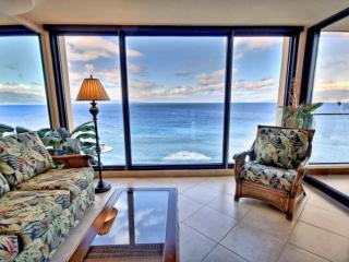 Oceanfront Mahana one bedroom with amazing ocean views!, Ka'anapali