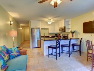 Location + Value in the heart of Lahaina + Free Parking and WiFi