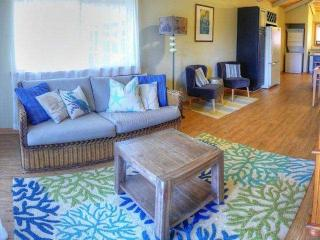 Two Bedroom / Two Bath Plantation Style Cottage - Napili Bay, Napili-Honokowai