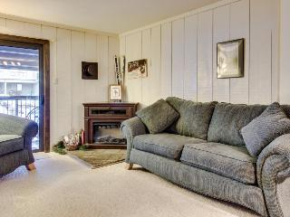 Cozy, affordable condo with shared hot tub at Purgatory Ski Resort, Durango