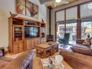 High-end condo with access to a shared pool, hot tub, sauna, and golf!, Durango Mountain