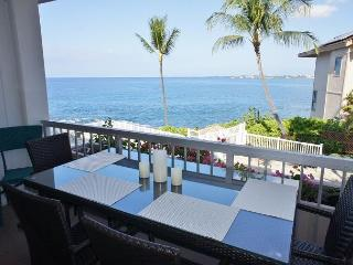 Ocean is so close you're almost ocean front! Great views from inside condo!, Kailua-Kona