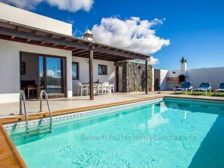 Villa Neptuno with private pool in Playa Blanca