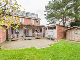 Family house for 6 with beautiful porch, Zandvoort