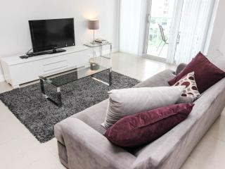 Fully Furnished Apartment, Direct access to beach