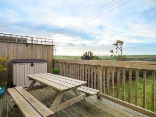 VALLEY VIEW, pet-friendly,  south-facing lawned garden, woodburner, in Tregony, Ref 925333