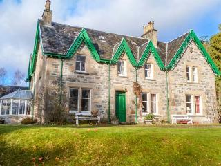 MORVEN, spacious detached house, open fire, many reception rooms, in Kincraig, Ref 930468