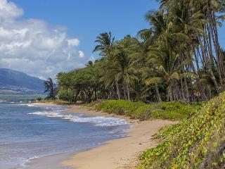 A white sandy beach is across the street from Kihei Bay Surf.