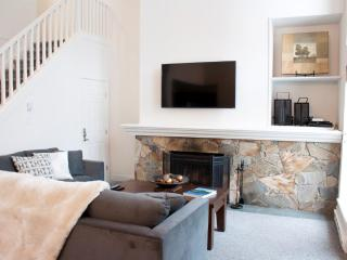 Large 3 bedroom townhome - 400 meters from Blackcomb lifts!, Whistler