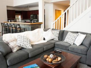'Alpine Greens' Large 3BR townhome on 1st fairway of the Fairmont Golf Course!, Whistler
