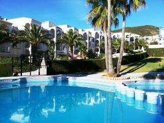 Tranquilos y acogedores apartamentos con piscina y jardin.Para familias. Ref. FO