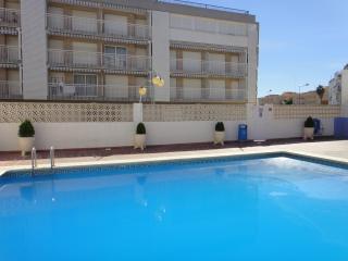 Apartamentos en primera línea de mar con piscina. Muy céntricos. Ref. FORNER-24