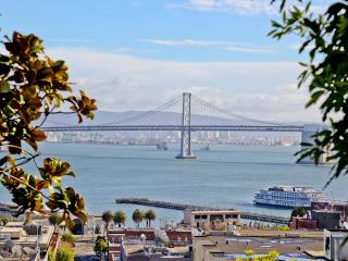 2 Bedroom Penthouse in North Beach! VIEWS!!, São Francisco
