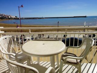 Apartamentos en primera línea de mar con piscina. Preciosas vístas. Ref. FORNER-