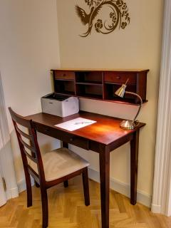 Office corner, with wireless laser printer