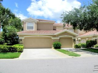Beautiful 3 bed 2 bath coach home, waiting for you!, Bonita Springs