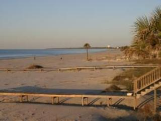 Gulf Front! Beautiful! Family Friendly, Large Home