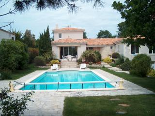 La rochelle prés ile de ré villa standing piscine, Lagord