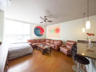 Modern Gaslamp Loft (Free Parking), San Diego