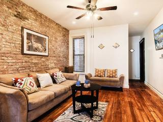 3 Bedrooms Spacious Apartment Victorian Brownstone, Brooklyn