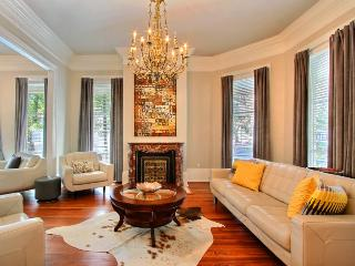 An Entertainer`s Dream in the Heart of the Historic District, walking distance to everything!, Savannah