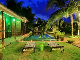 5 Bedroom villa in Bali for Big Groups, Kerobokan