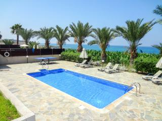 Comfortable beachfront villa, 3BR, private pool