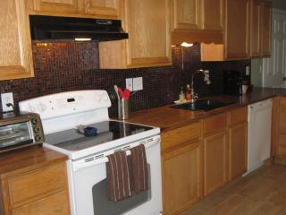 Stylish Condo 3Bd/2 Ba with Mountain Views, Ogden