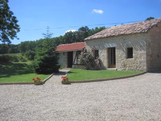 Super stone cottage in beautiful grounds, Bourgougnague
