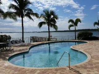 Boca Ciega Resort & Marina - Waterfront View ! Watch Dolphins from Balcony !