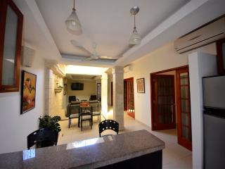 Old City Calle Moneda spacious two bedroom - quiet AC/hot H20/broadband WiFi, Cartagena