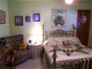 Queen Room, Private Bathroom, Hot Breakfast for 2, Del Norte