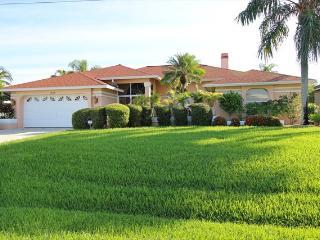 Villa Miranda - Stunning Gulf Access Pool Home Sleeps 8