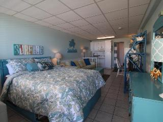 Lovely studio condo w/oceanfront views, shared pool - walk to beach!
