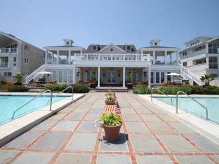 Ocean Block Town Home with Two Pools, Tennis and Free Activities Inc. Golf, Wate