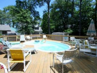 Quiet 4 BR with Prvt Pool, 4 Blocks from the Beach, Huge Open & Enc. Decks, Inc Linens & Bath Towels, Bethany Beach