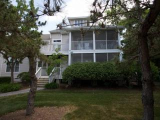 Pools, Tennis, Beach Shuttle., 2nd Fl. 3BR+Loft Sleeping 8 in 5 Beds, Free Golf,