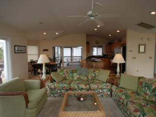Ocean Block, Spacious and Beautifully Appointed with 3 Decks Sleeping Up to 12