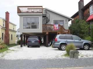 Spacious 5 bedroom, Pet Friendly Home One Block to the Ocean in Bethany with FRE