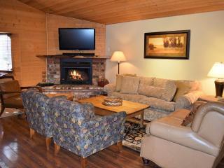 Hawks Nest: Near Snow Summit! Game Room! Hot Tub!, Big Bear Lake