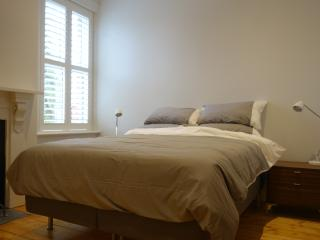 Caldera luxury accommodation Victorian terrace  wifi A/C parking South Melbourne
