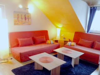 Vacation Apartment in Koblenz - 969 sqft, newly remodeled, comfortable, WiFi (# 155)