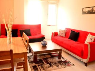 Modern Cihangir apartment in Beyoğlu with WiFi, airconditioning & lift., Istanbul