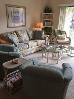 Brand new furnishings in a Tropical decor!