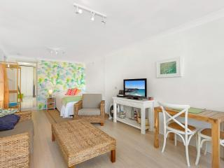Studio Apartment - Bondi & Tamarama Beaches, Sídney