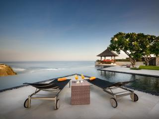 A luxury cliff top ocean view villa in Bali, Jimbaran
