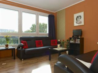 Volkspark Peach apartment in Friedrichshain with WiFi & lift.